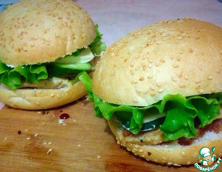 Рецепт: Чикенбургеры с адыгейским сыром