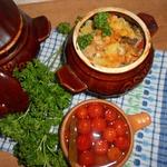Горшочки с картофелем, мясным ассорти и грибами