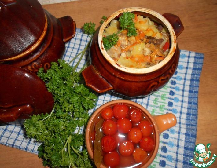 Рецепт: Горшочки с картофелем, мясным ассорти и грибами