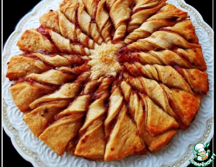 Рецепт: Пирог из слоеного теста с малиновым джемом