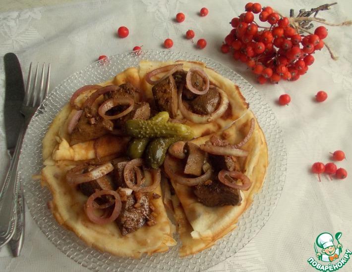 Рецепт: Печень с маринованным луком на блинах