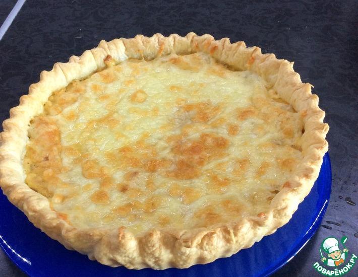 Рецепт: Луковый пирог с колбасным сыром