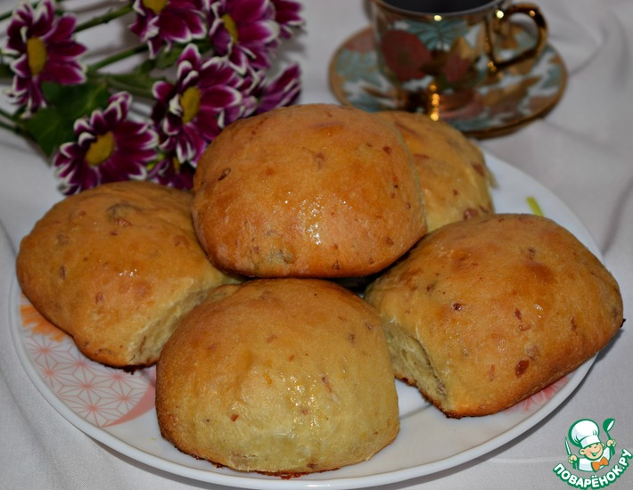 Рецепт: Сдобные булочки с изюмом и имбирем