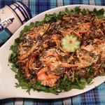Лосось с морской капустой и морковью по-корейски