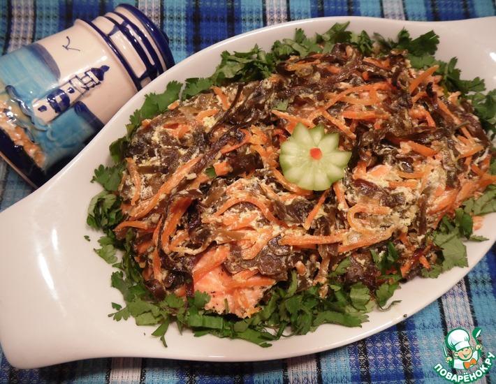Рецепт: Лосось с морской капустой и морковью по-корейски