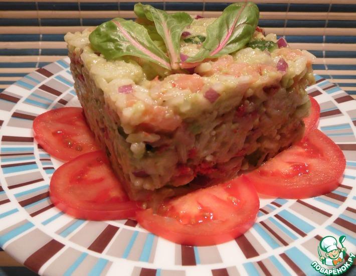 Рецепт: Салат с рисом и семгой и заправкой из авокадо