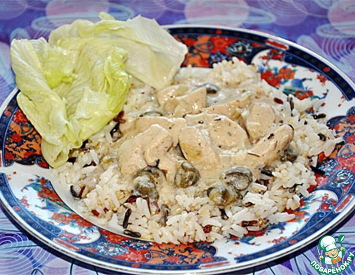 Рецепт: Индейка в луковом белом соусе с каперсами и рисом