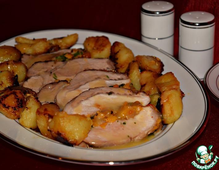 Рецепт: Свинина, запечённая с курагой и картофелем