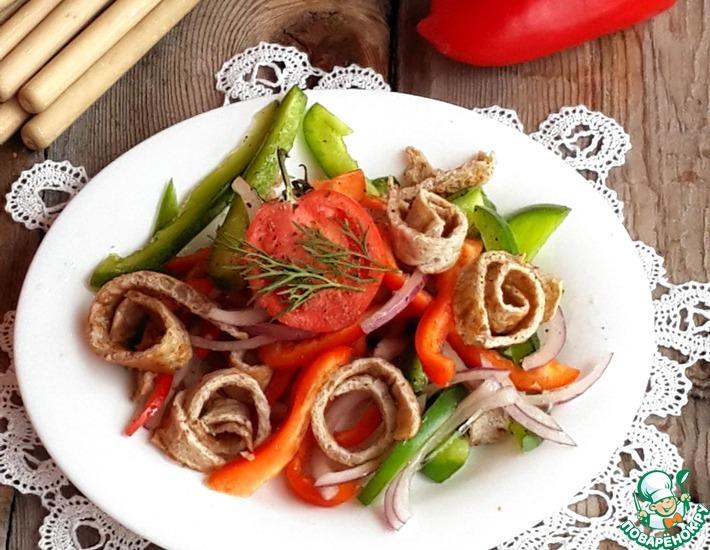 Рецепт: Салат со сладким перцем и гречневым омлетом