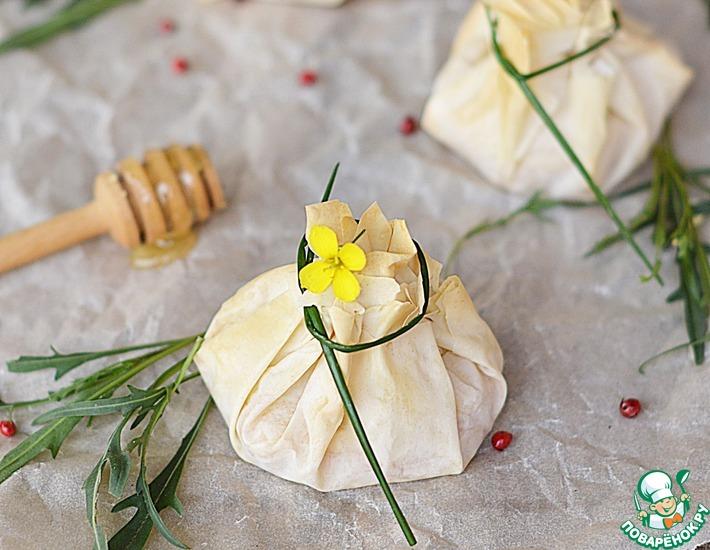 Рецепт: Мешочки с козьим сыром, медом и розмарином