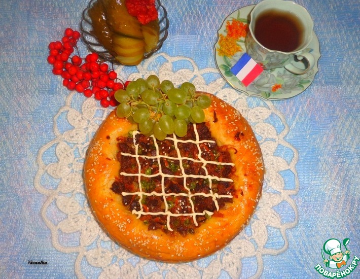 Рецепт: Пирог Крут де домб с мясом и зеленым горошком