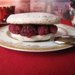 Пирожное белый Исфахан