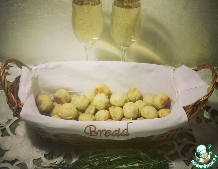 Рецепт: Сырно-оливковые шарики к вину