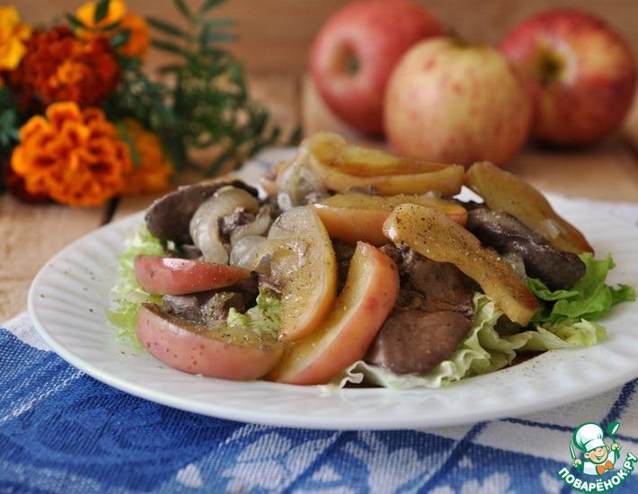 Рецепт: Тёплый салат из куриной печени и яблок