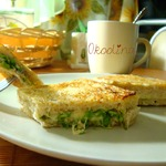 Сэндвич с сыром и зеленью