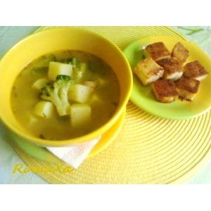Суп-пюре с горошком, пореем и крутонами