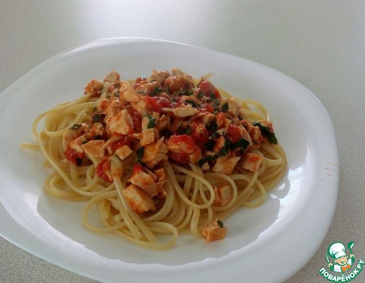 Рецепт: Паста с куриной грудкой, помидорами и базиликом