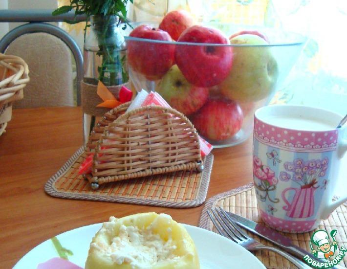 Рецепт: Яблоко печёное в СВЧ с творогом и овсянкой