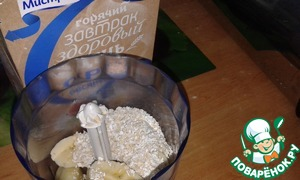 Place in a blender, add the oat bran