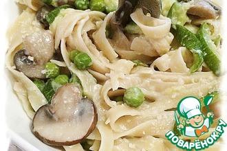 Рецепт: Спагетти с цуккини, грибами и зелёным горошком