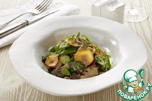 Рецепт: Тёплый салат с вешенками и овощами, томлёными в сливочном соусе