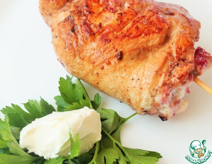 Рецепт: Куриное филе с брусникой и творожным сыром