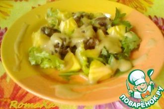 Рецепт: Салат с куриной печенью и манго