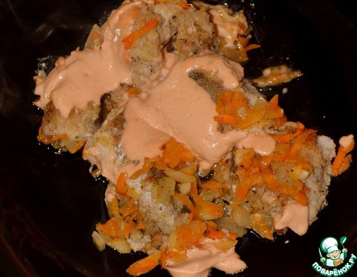 Рецепт: Хек, запечённый с морковью и луком