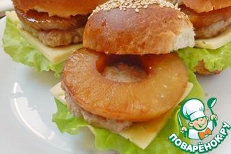 Рецепт: Бургеры с индюшиной котлетой и ананасом