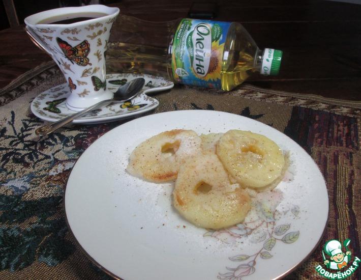 Рецепт: Яблочные кружочки в тесте