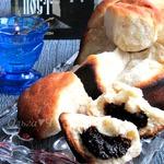 Сладкий хлеб из булочек с черносливом