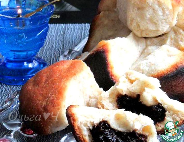 Рецепт: Сладкий хлеб из булочек с черносливом