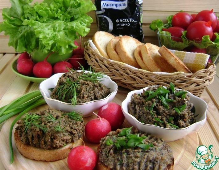 Рецепт: Паштеты с фасолью «Семейный завтрак»