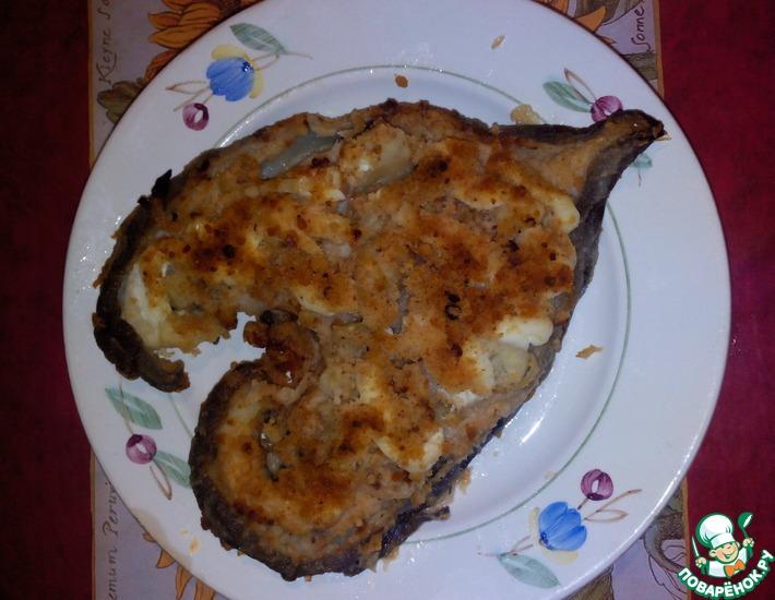 Рецепт: Зубатка, запеченная с луком и сухарями в духовке