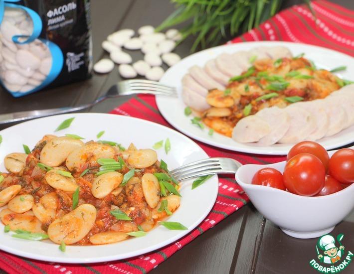 Рецепт: Гигантес яхни с куриными колбасками