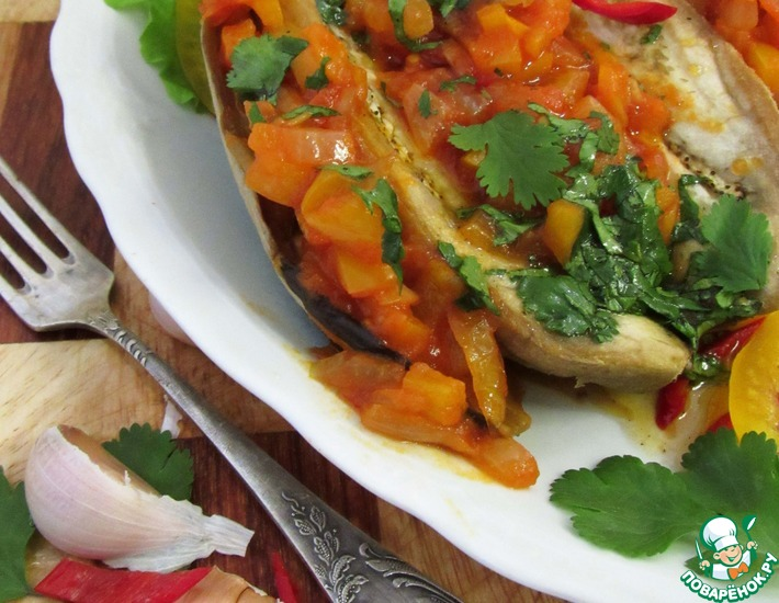 Рецепт: Запеченные баклажаны с рагу и соусом