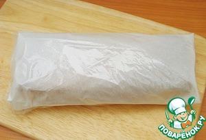 Обернуть полиэтиленовой пленкой, и оставить на ночь в холодильнике, чтобы сохранить в бисквите влагу и развить его аромат.