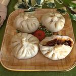 Китайские паровые пирожки с пряной свининой