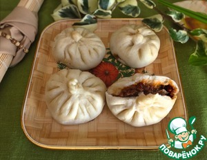Chinese steamed cakes with spicy pork