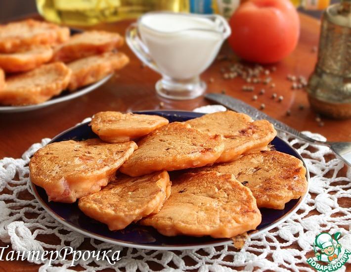 Рецепт: Постные оладьи с помидором и луком
