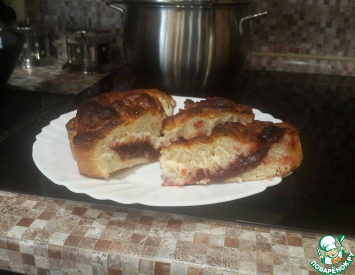 Рецепт: Дрожжевой пирог с повидлом