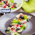 Салат с рисом, перцем и оливками