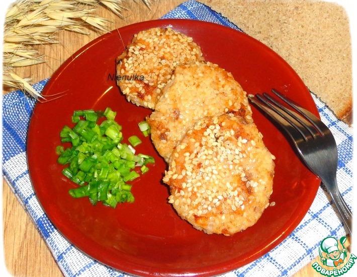 Рецепт: Рыбно-рисовые биточки в кунжутной панировке