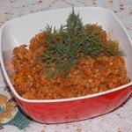 Пшеничная каша с томатом и орехами
