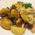 Молодой картофель с грибами в духовке