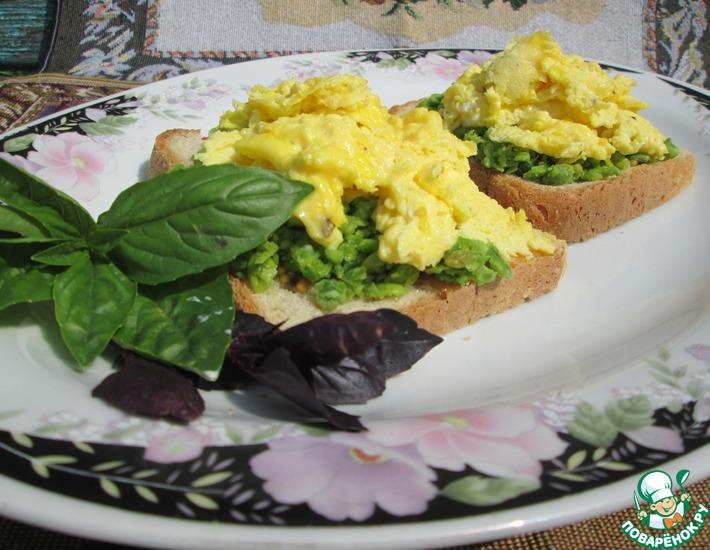 Рецепт: Яичница-болтунья с зеленым горошком