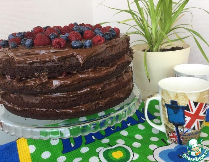 Рецепт: Шоколадный торт с малиной и голубикой
