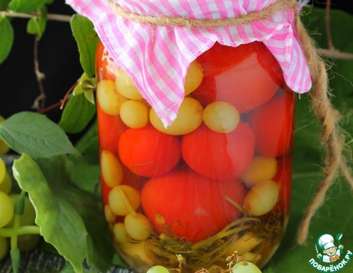 Рецепт: Консервированные помидоры с виноградом