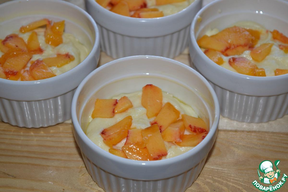 Заварной крем с персиками и орехами