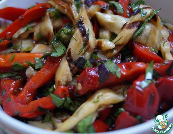 Рецепт: Салат из перца и баклажанов на гриле